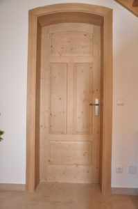 Zimmertür in weiß stumpfeinschlagend
