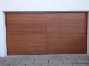 Garagentor aus Lärchenholz